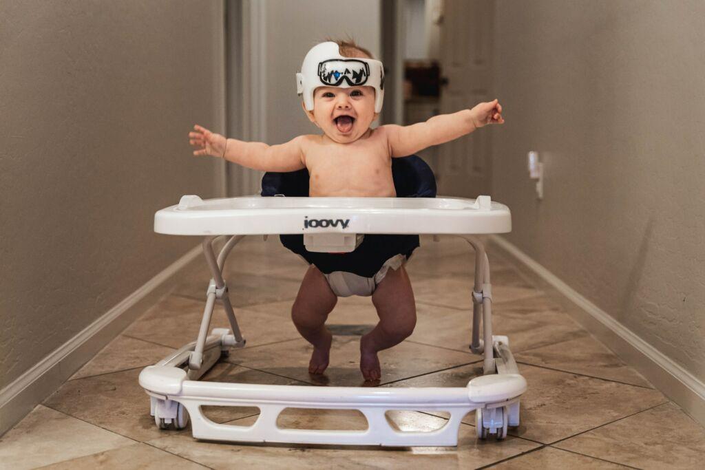 ¿A qué edad un bebé puede usar caminador? - Peques
